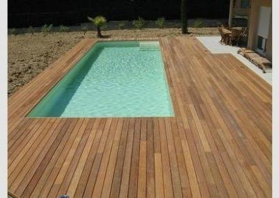 Pose d'une piscine avec Terrasse bois