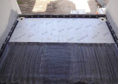 Pose de la fixation mécanique sur la périphérie et collage de la membrane EPDM Sure Seal